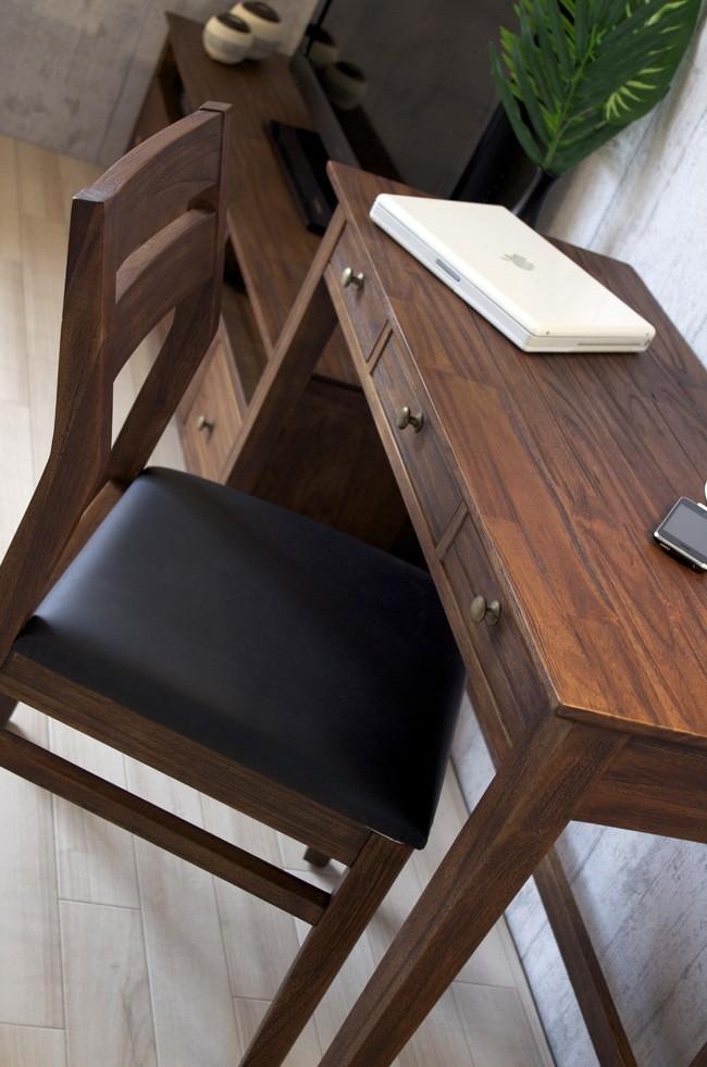 食卓のダイニングチェアとしてはもちろん、ワークデスク用の椅子としてもオススメです。