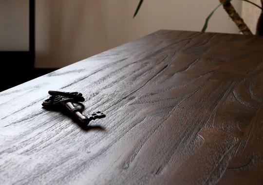 使うほど味わいが増す、チーク無垢木製のこだわりのインテリア