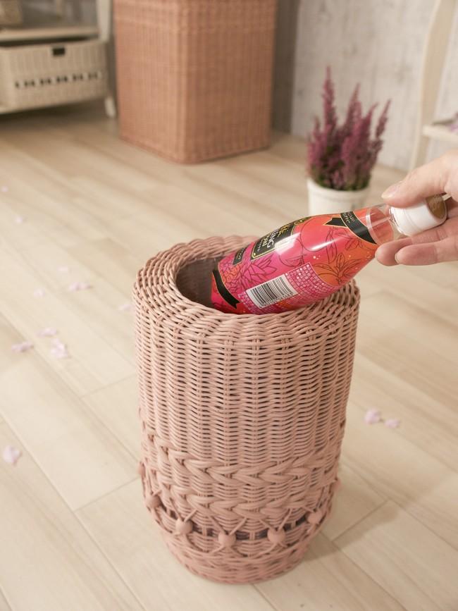 被せたゴミ袋が隠れるデザインのおしゃれなごみ箱