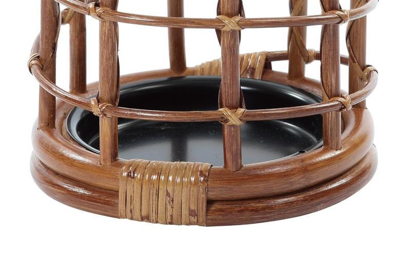 ラタン製なので通気性が良く、しなやかで安定感のある丈夫なつくり。水の受け皿付きで、雨のしずくをしっかりキャッチします。