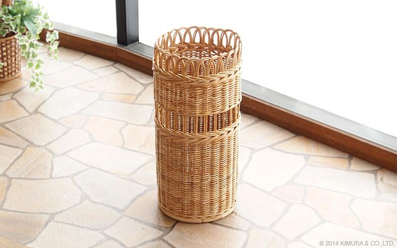 皮付きのラタンをそのまま使用して編み上げた可愛いアンティーク調な傘立てです。
