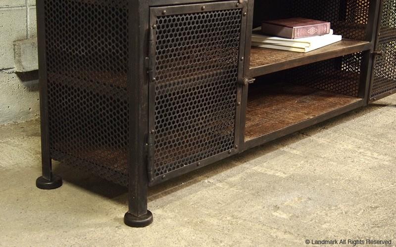 お部屋を工場やガレージの様に演出するインテリアシリーズです。