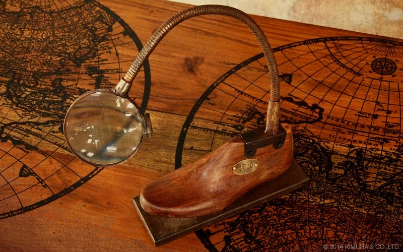 靴の木型にルーペレンズを合わせたインダストリアルテイストでアートなオブジェ