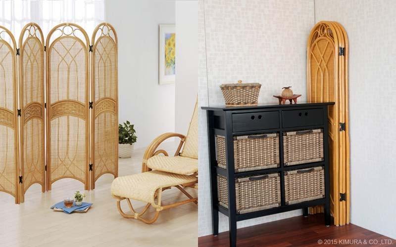 通気性の良い籐編みのパーティションは適度に光をさえぎり、窓辺の日よけや目隠しにも便利