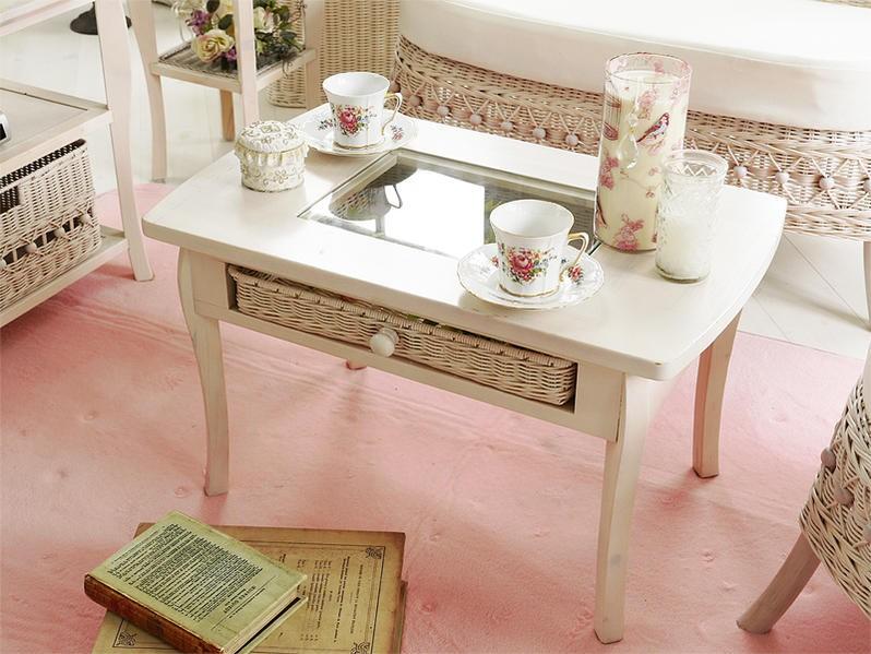 クラシックで華やかな木製コーヒーテーブル