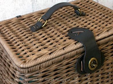 籐・ラタンをしっかり編み上げたバスケット類