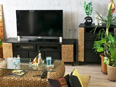 アジアンエスニックな自然素材でつくられたテレビ台