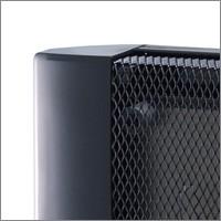 軽量・薄型で省スペース設計。局所的なスポット暖房としてご使用ください。