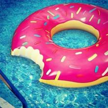 ドーナツ浮き輪ピンク