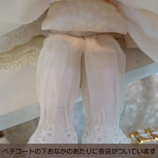 【若月まり子人形作品】フィルクローシェシリーズアンネット5:ペチコートの下おなかのあたりに香袋がついています