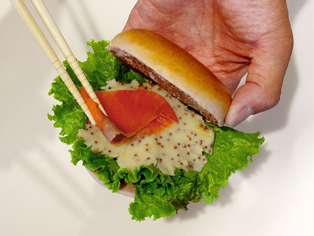 サーモンと紫芋ベーグルのポテトサンド