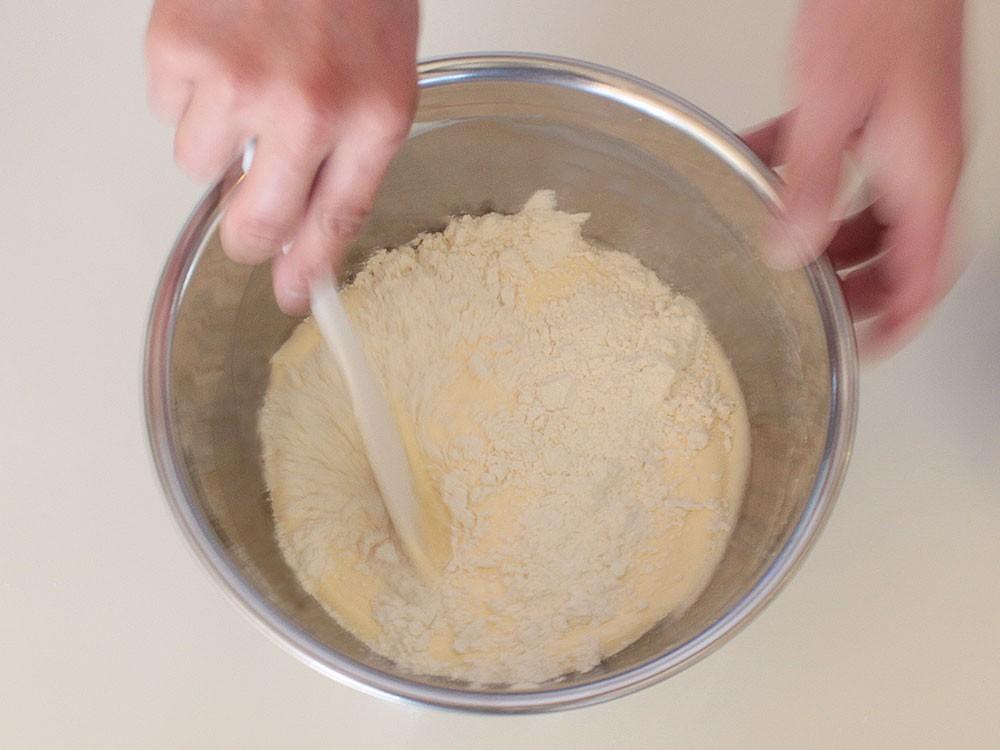 粉を混ぜる