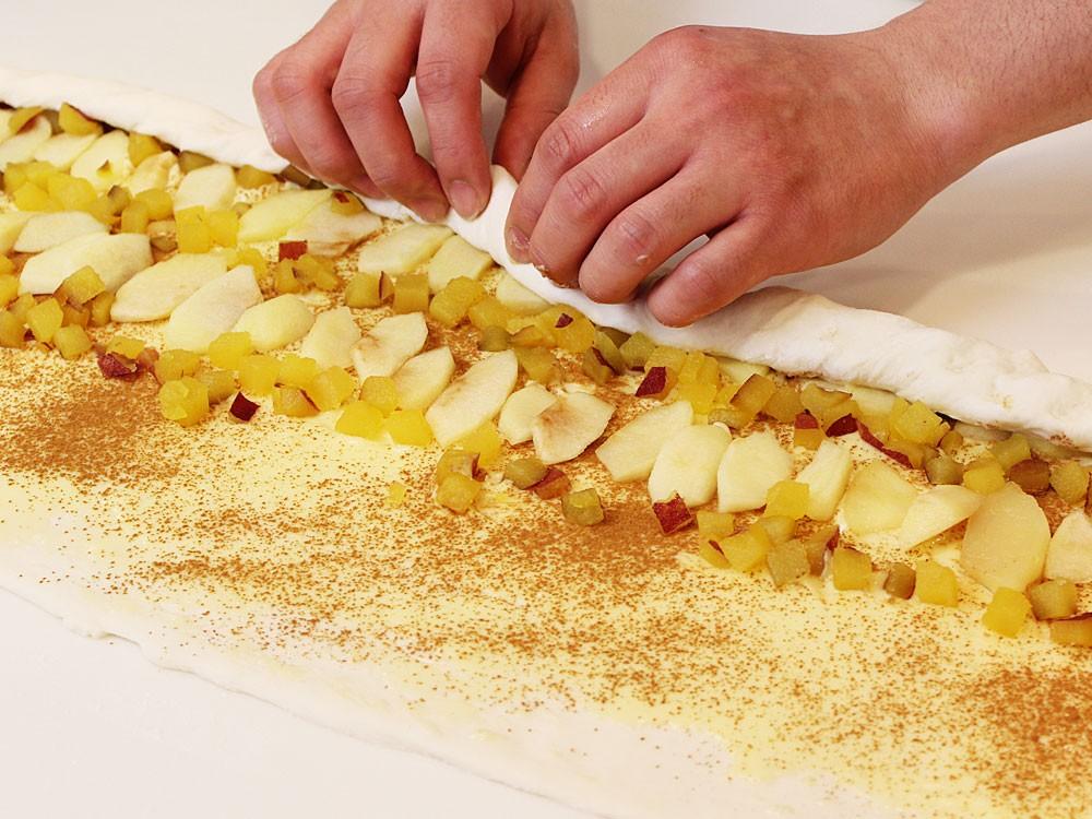 さつまいもとりんごのフラワーパン