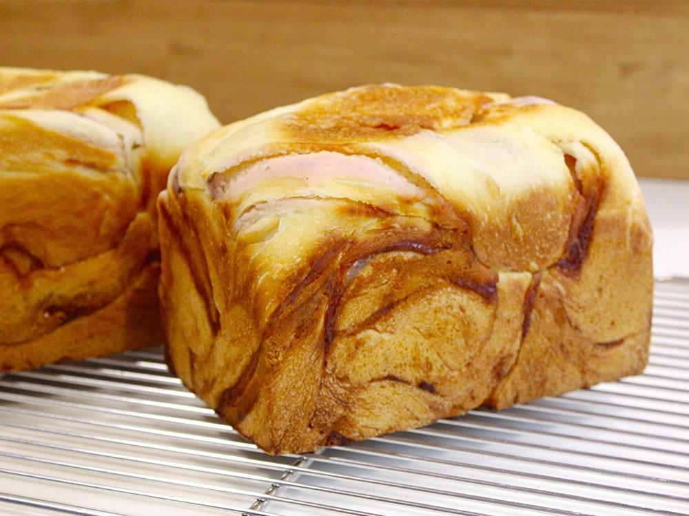 南のめぐみと桜あんを使った和菓子のようなあん食パン