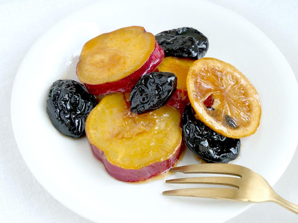 シンプル簡単に!甘くてほくほく!さつまいもとプルーンのレモンはちみつ煮