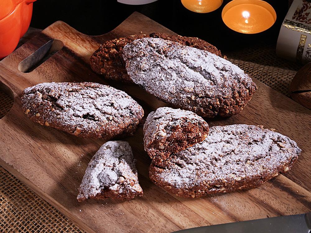ミラノのハロウィン菓子 パン・デイ・モルティ ~死者のパン~