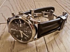 時計ベルトをモレラートのCAYMANに交換したIWCメカニカルフリーガークロノグラフ