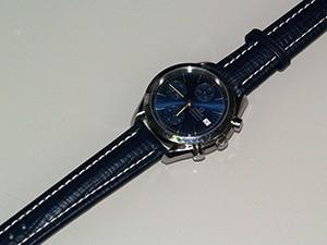 時計ベルトをモレラートのティポブライトリングクオイオに交換したオメガスピードマスターデイト(ブルー)