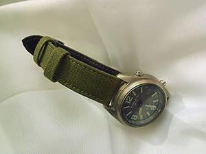時計ベルトをモレラートのCORDURA/2に交換したカシオ オーバーランド