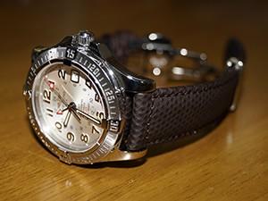 時計ベルトをモレラートのCRICKETに交換したブライトリング コルトGMT
