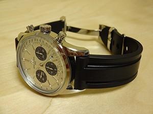 時計ベルトをモレラートのマリナーに交換したブライトリングトランスオーシャンクロノグラフ