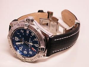 時計ベルトをモレラートのティポブライトリングクオイオに交換したBREITLING Super Ocean