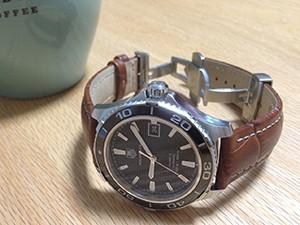 時計ベルトをモレラートのPLUSに交換したタグホイヤー アクアレーサー キャリバー5