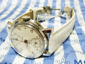 時計ベルトをモレラートのボーレに交換したCLEBAR(1940年代製)