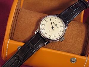 時計ベルトをディモデルのカラカスに交換したMeisterSinger N°01