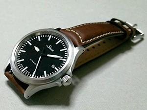 時計ベルトをモレラートのCEZANNEに交換したSinn 556