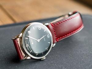 時計ベルトをモレラートのドナテロに交換した1950年代のCYMA手巻き時計