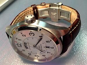 時計ベルトをモレラートのPLUSに交換したハミルトン カーキ フィールド デイデイト