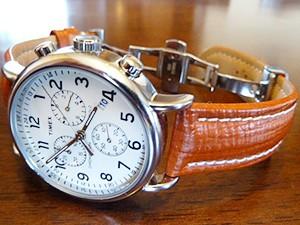 時計ベルトをモレラートのティポブライトリングクオイオに交換したタイメックスウィークエンダークロノグラフ