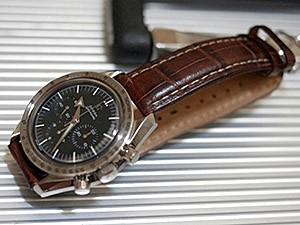 時計ベルトをモレラートのプラスに交換したオメガ(スピードマスター ファーストレプリカ)
