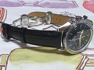 時計ベルトをモレラートのボルテラに交換したオメガスピードマスター