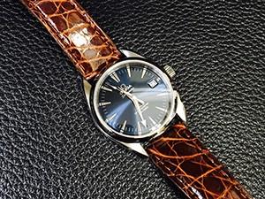 時計ベルトをモレラートのアマデウスに交換したOMEGAシーマスター・コーアキシャル青