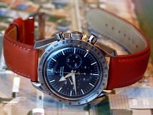 時計ベルトをモレラートのグラフィックに交換したオメガスピードマスター1stレプリカ