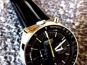 時計ベルトをモレラートのCAYMANとGUTTUSOに交換したSEIKO 黒馬 [スピードタイマー輸出モデル]