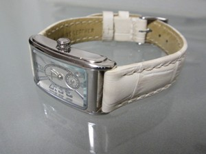 時計ベルトをモレラートのボーレに交換したハミルトンアードモア