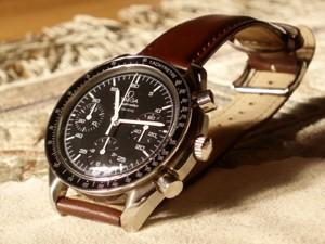 時計ベルトをモレラートのグラフィックに交換したオメガスピードマスターオートマチック