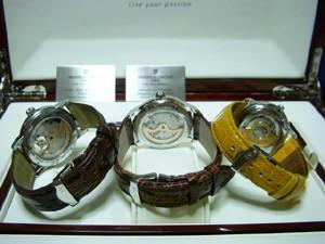 時計ベルトをモレラートのAMADEUSとTIPO BREITLINGとIPO PATEKに交換したフレデリック・コンスタント