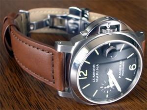 時計ベルトをモレラートのボテロに交換したパネライマリーナ(40mm)