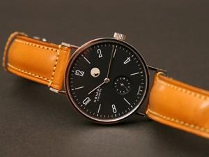 時計ベルトをモレラートのドナテロに交換したNOMOSタンジェントパワーリザーブ