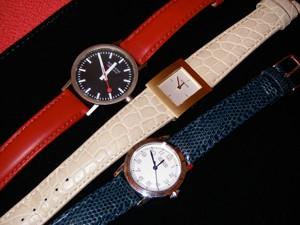 時計ベルトをモレラートのグラフィックに交換したMondaine (再生メタル/ブラック)