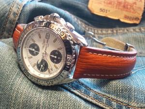 時計ベルトをモレラートのティポブライトリングクオイオに交換したBREITLING CHRONO SHARK