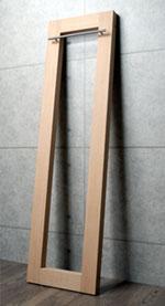 最上段のパイプから床までの高さは約1650mm。ロングコートもゆったり掛けれます。