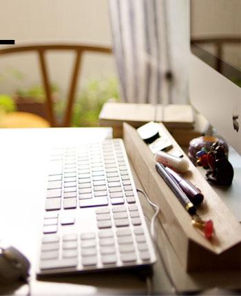 パソコン作業時にあると便利な卓上ツール/Vブロックペントレー