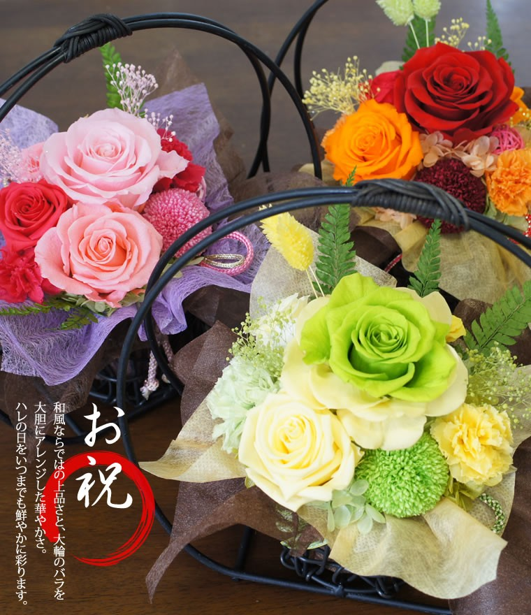 和風ならではの上品さ、大輪のバラを大胆にアレンジ