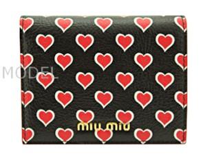 ミュウミュウ miumiu 財布 新作 2017 レディース 二つ折り財布 黒/ブラック ハート 5MV204 商品コード miumiu203 商品画像 1