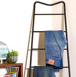 CORNER DENIM RACK
